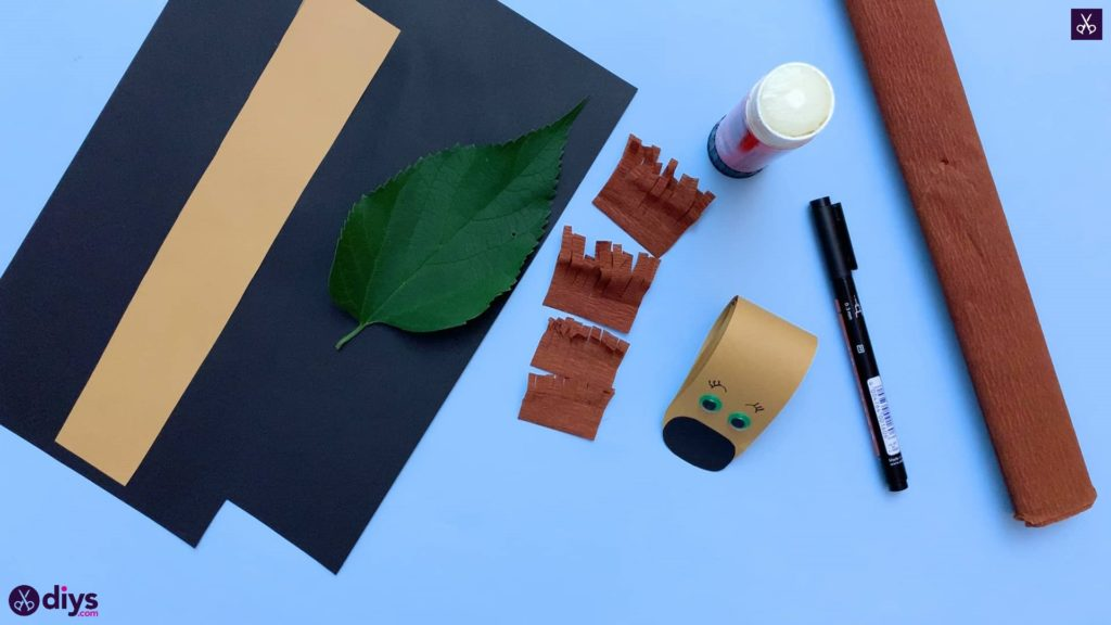How to make a paper hedgehog on a fall leaf stencil
