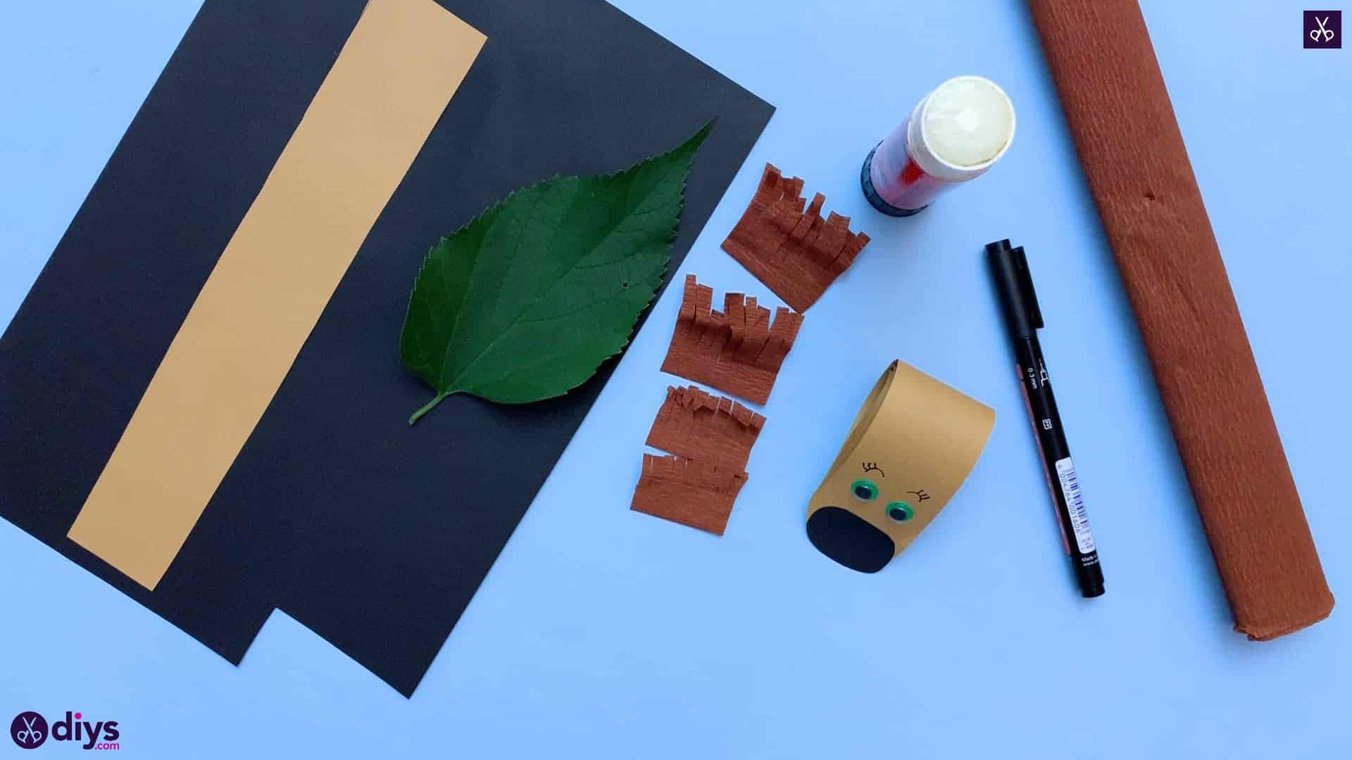 How to make a paper hedgehog on a fall leaf stencil