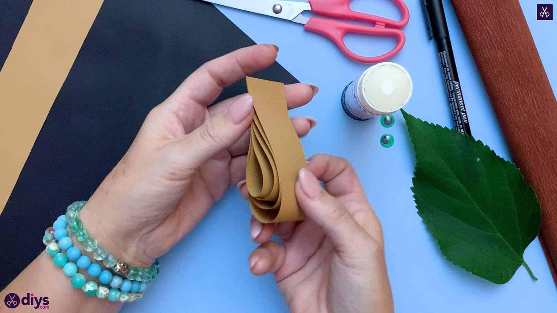 How to make a paper hedgehog on a fall leaf step 5