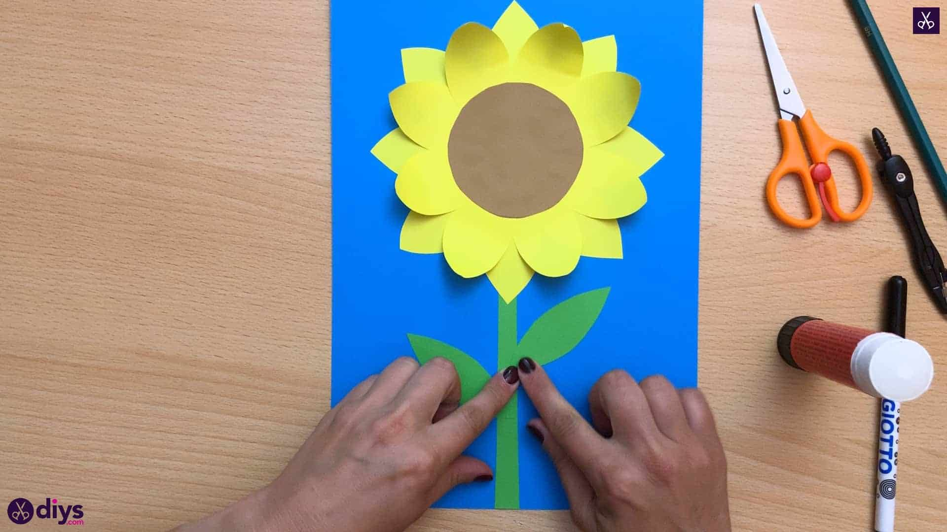 How to make a paper sunflower attach