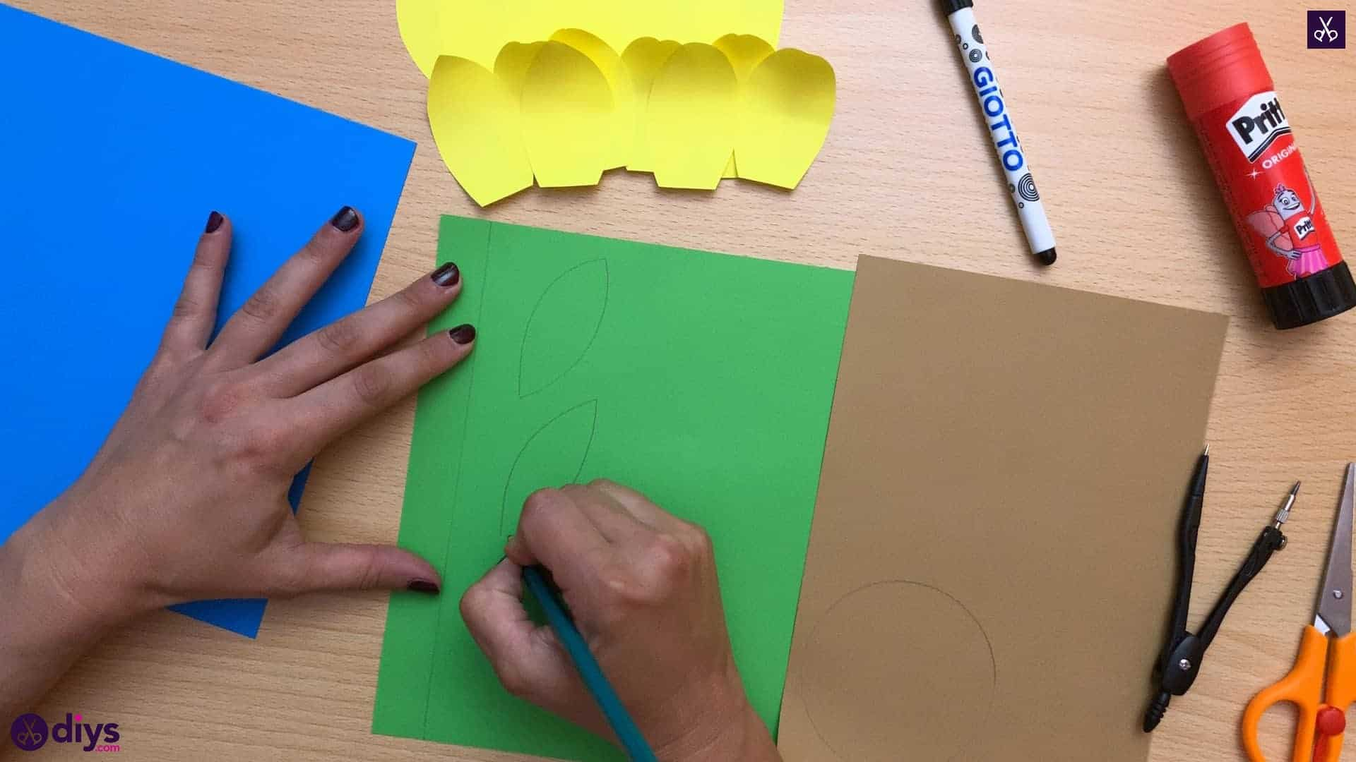 How to make a paper sunflower cut 1