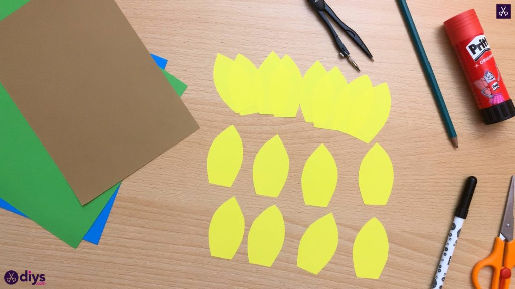 How to make a paper sunflower cutting process