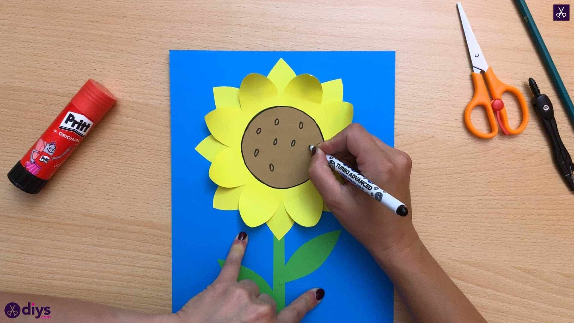 How to make a paper sunflower dots