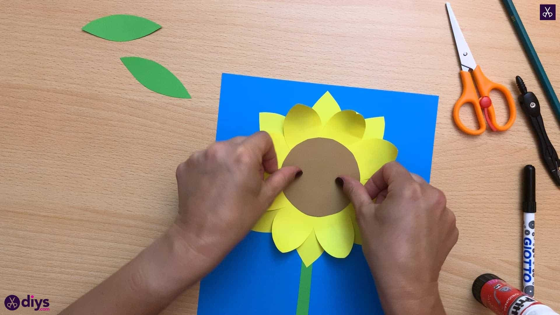 How to make a paper sunflower glue