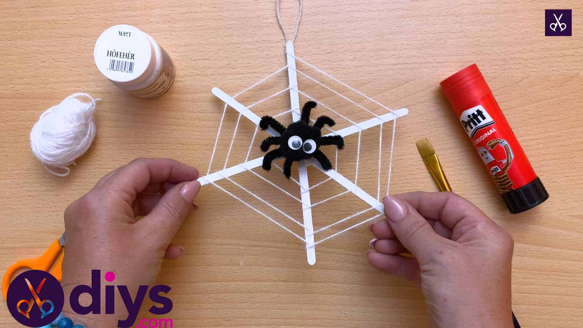 How to make a spider web decoration for halloween (1)