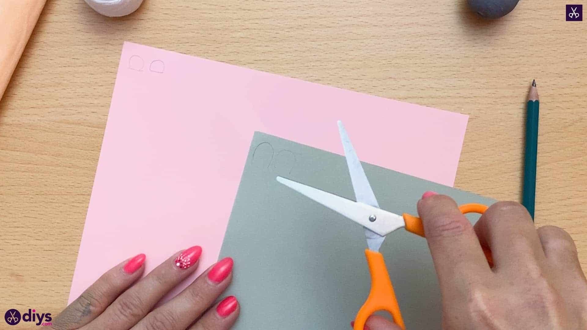 How to make a spun cotton ball mouse cutted