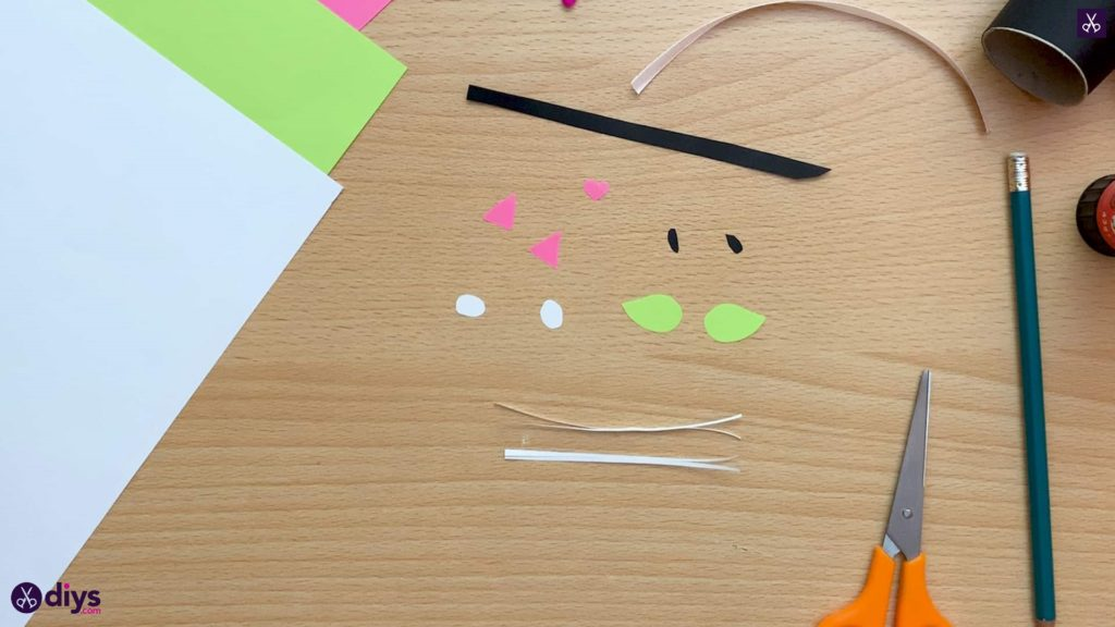 How to make a toilet paper roll cat cutting small pieces