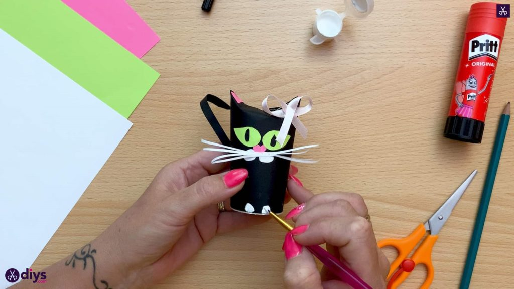 How to make a toilet paper roll cat paint