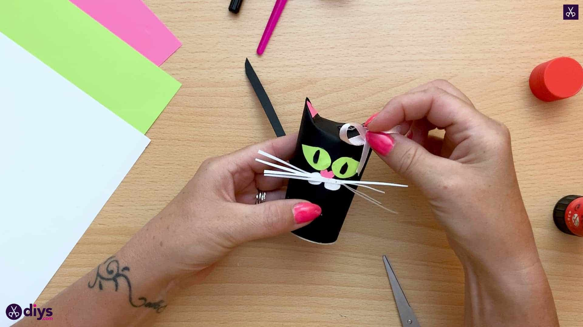 How to make a toilet paper roll cat ribbon