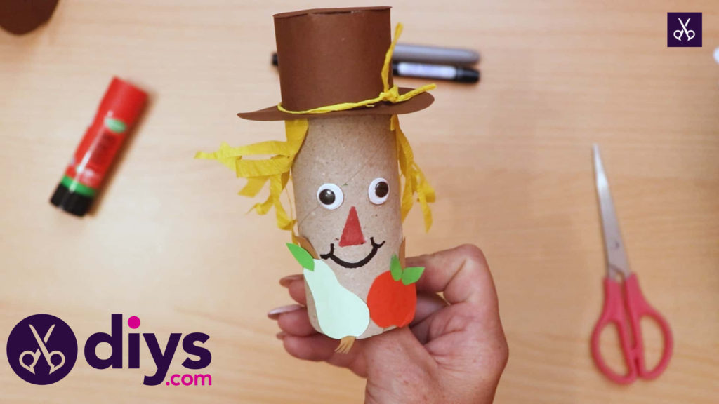 How to make a toilet roll scarecrow (1)