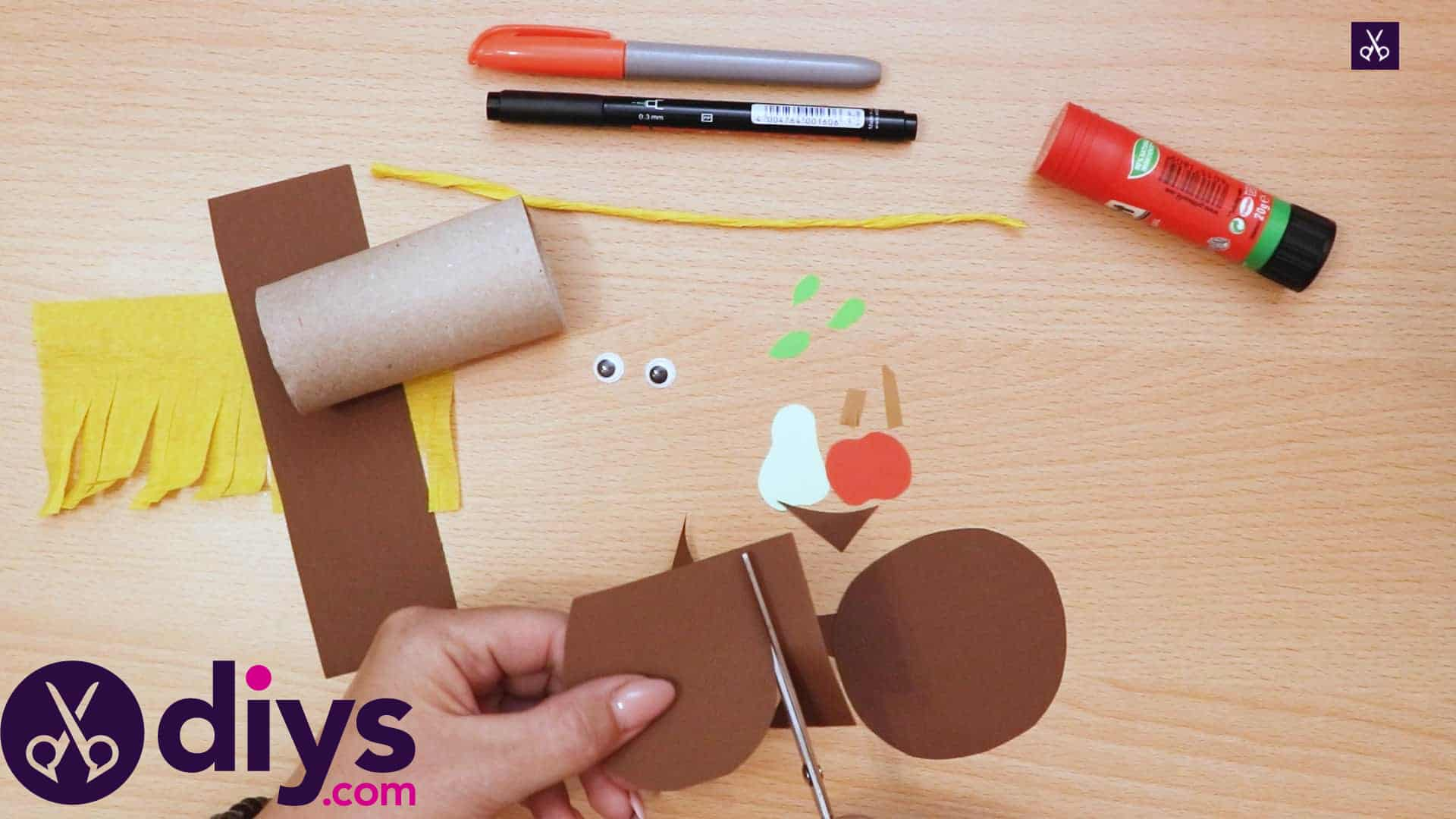 How to make a toilet roll scarecrow apple