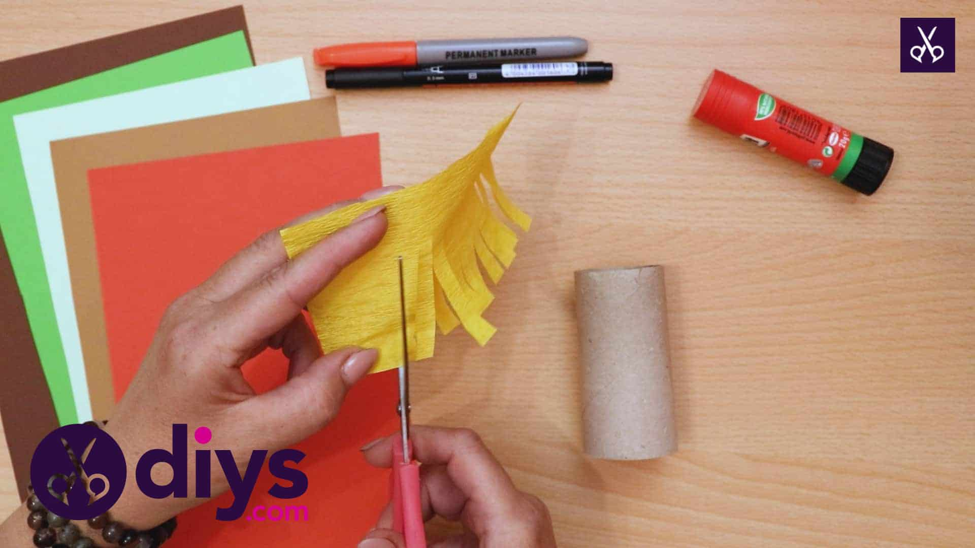 How to make a toilet roll scarecrow craft (1)