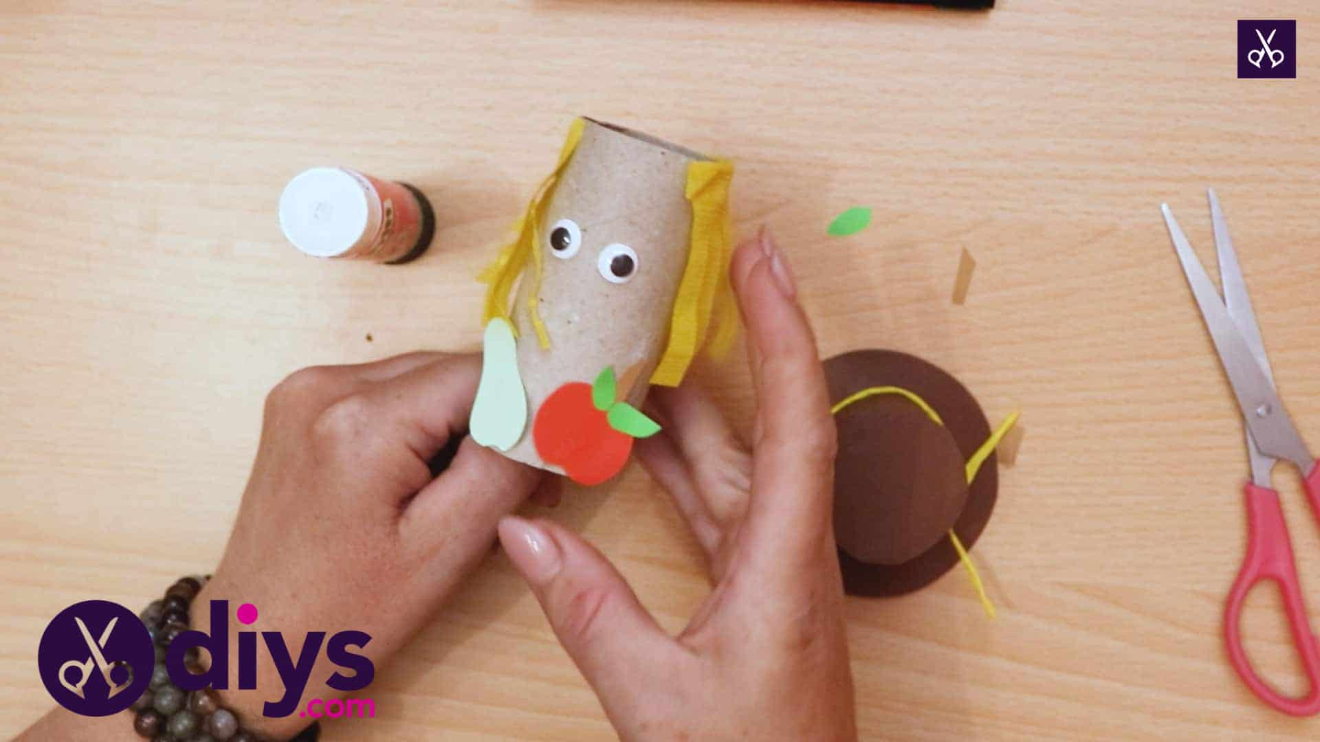 How to make a toilet roll scarecrow project