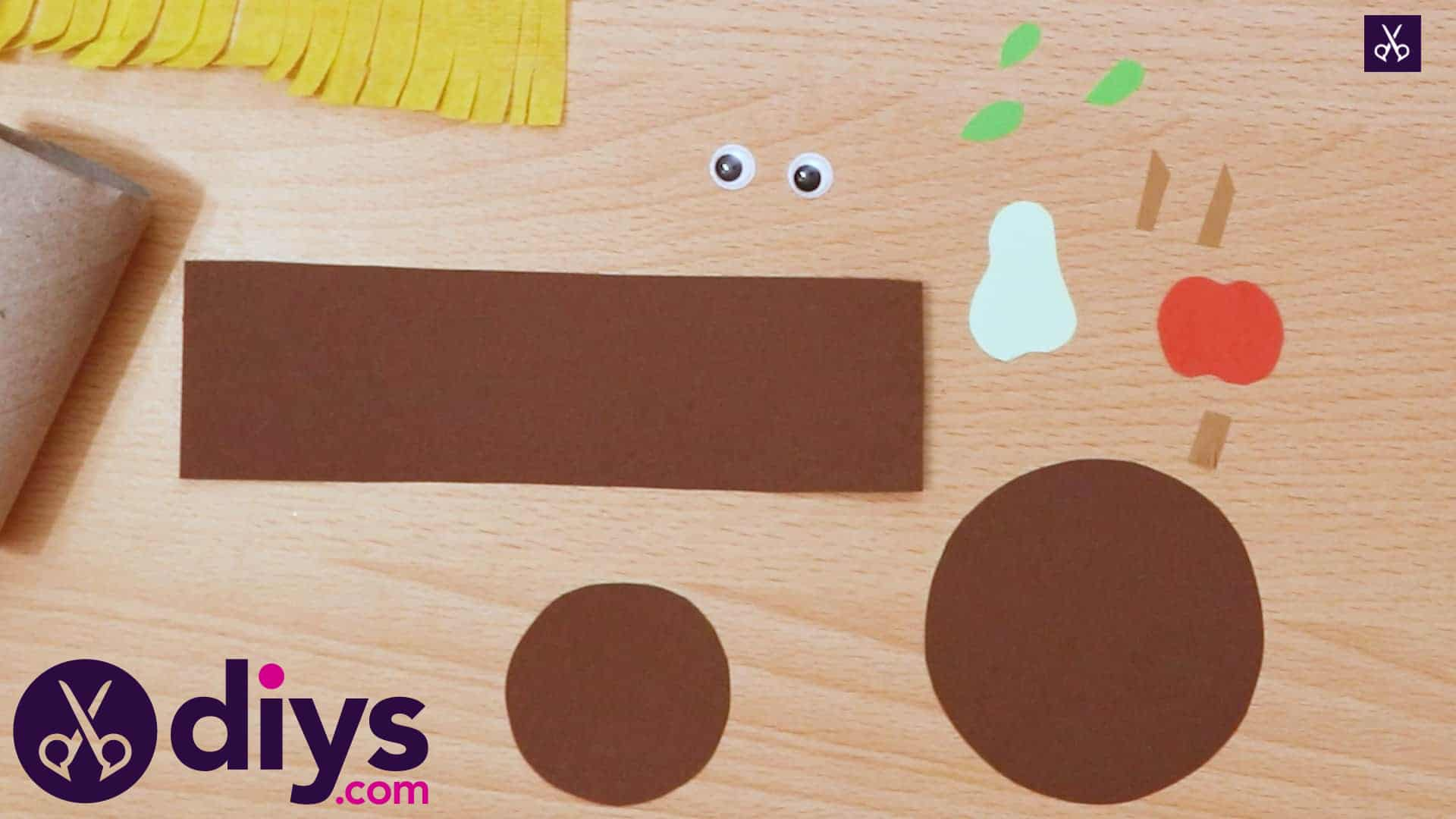 How to make a toilet roll scarecrow round