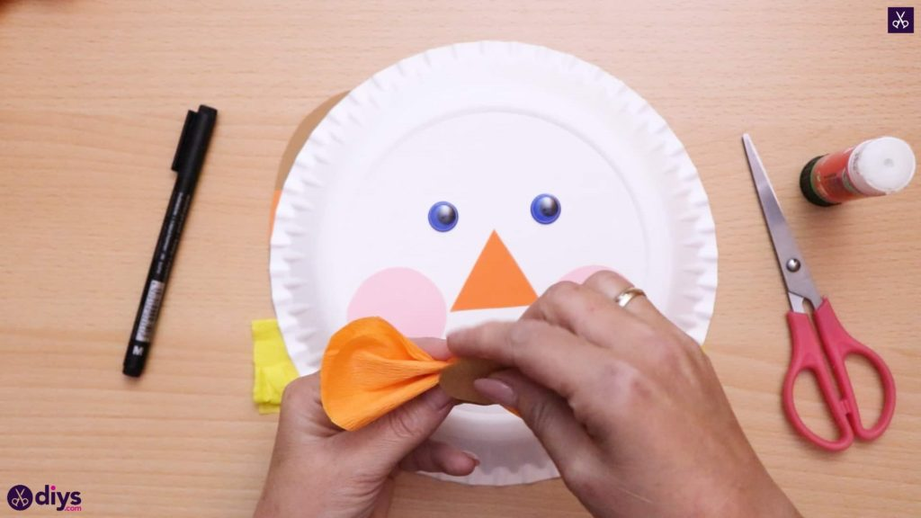 Paper plate scarecrow bow