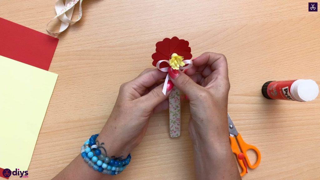 Popsicle stick flower bookmark display
