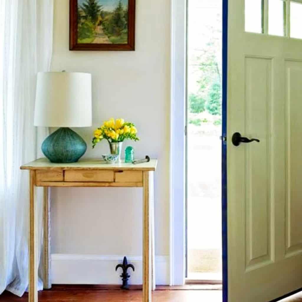 Small foyer decor idea