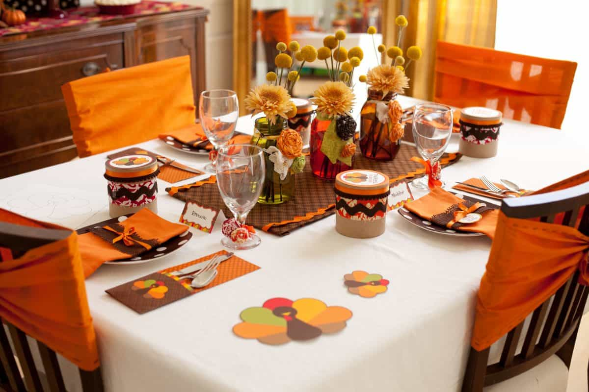 Tips and tricks for a simple thanksgiving table
