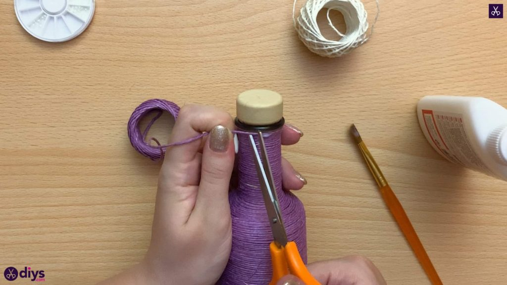 Twine wrapped bottle knot