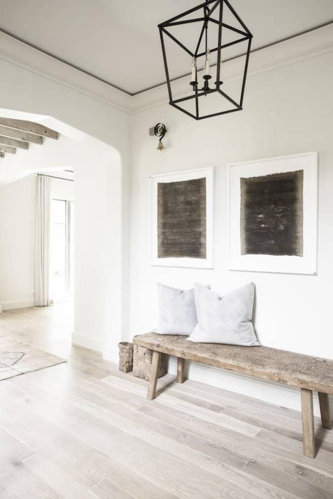 Minimal foyer decor