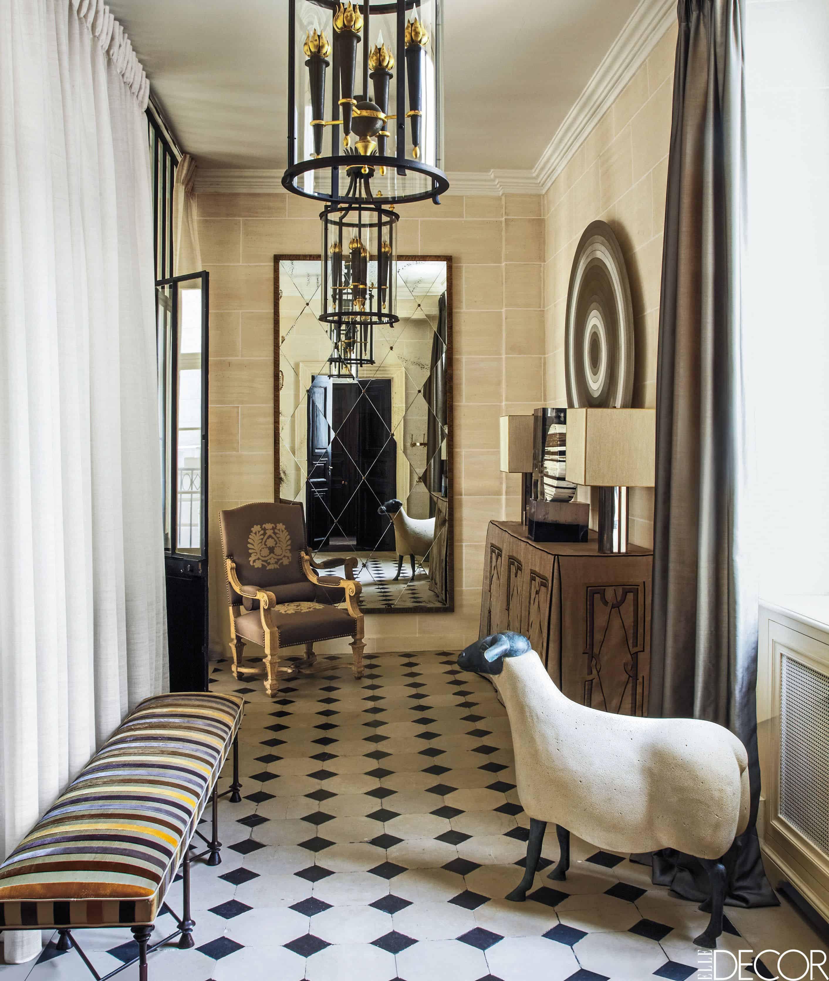 Royal foyer decor