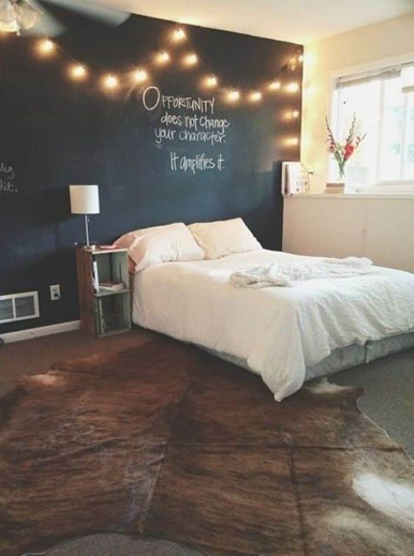Scalloped string lights in the bedroom