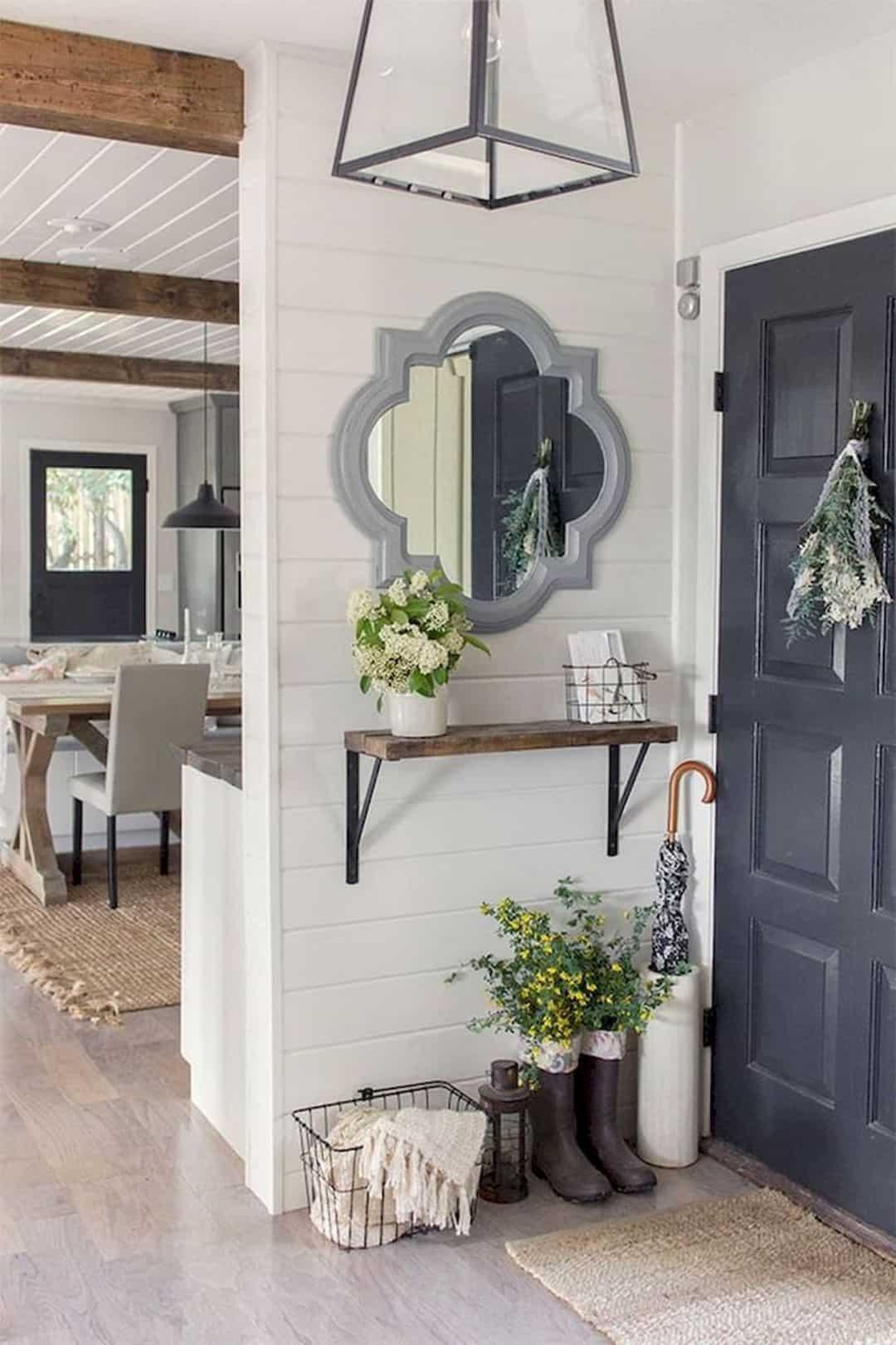 Small mudroom foyer decor