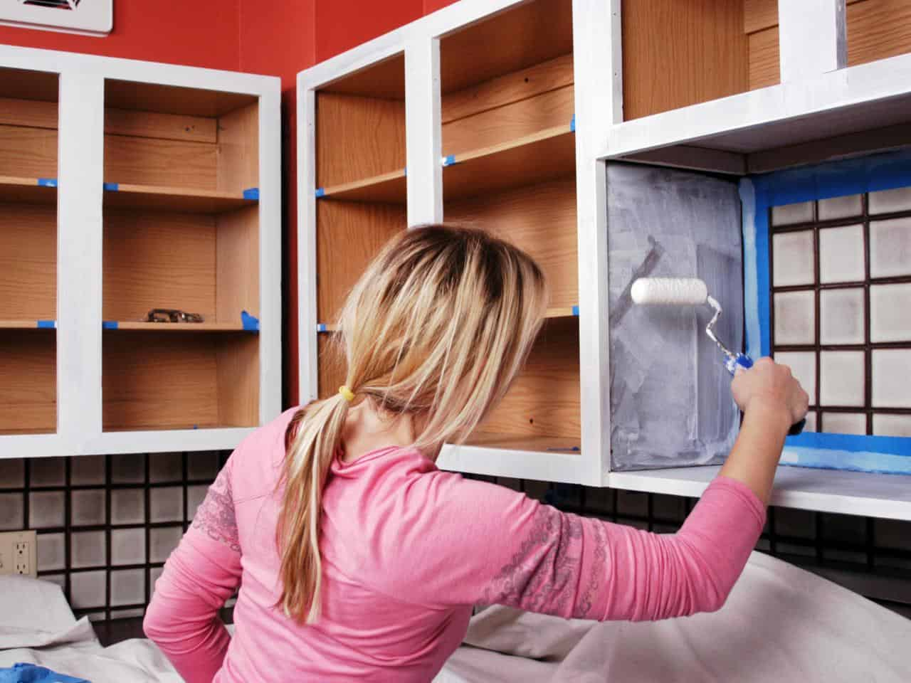 Careful how to's for painting the corners and angles of your kitchen cabinets