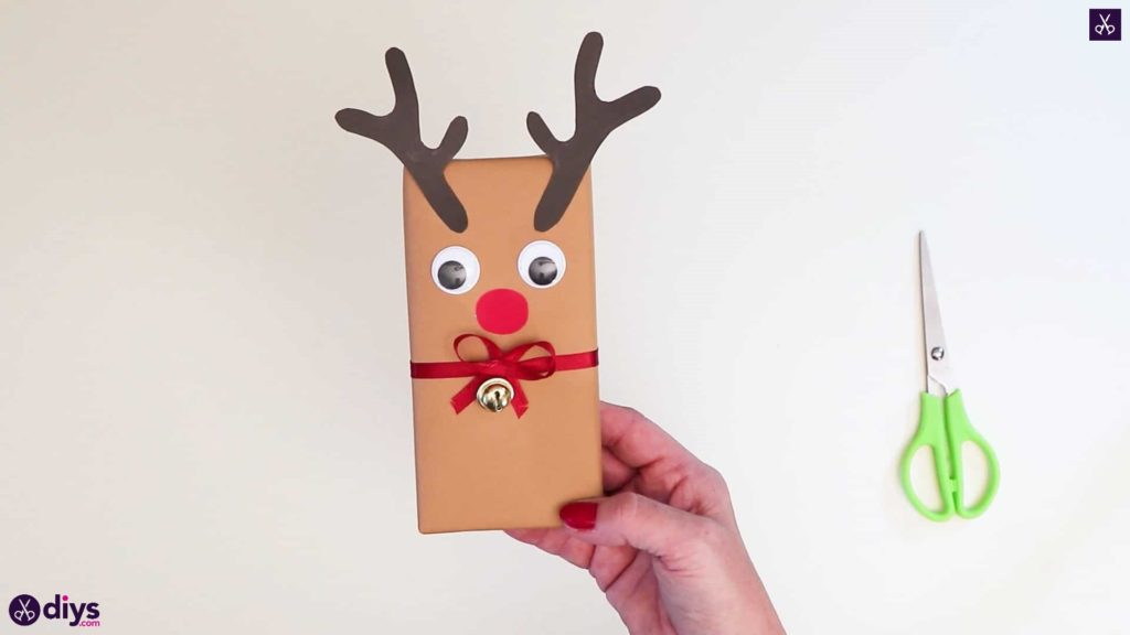 Diy reindeer gift wrap for christmas