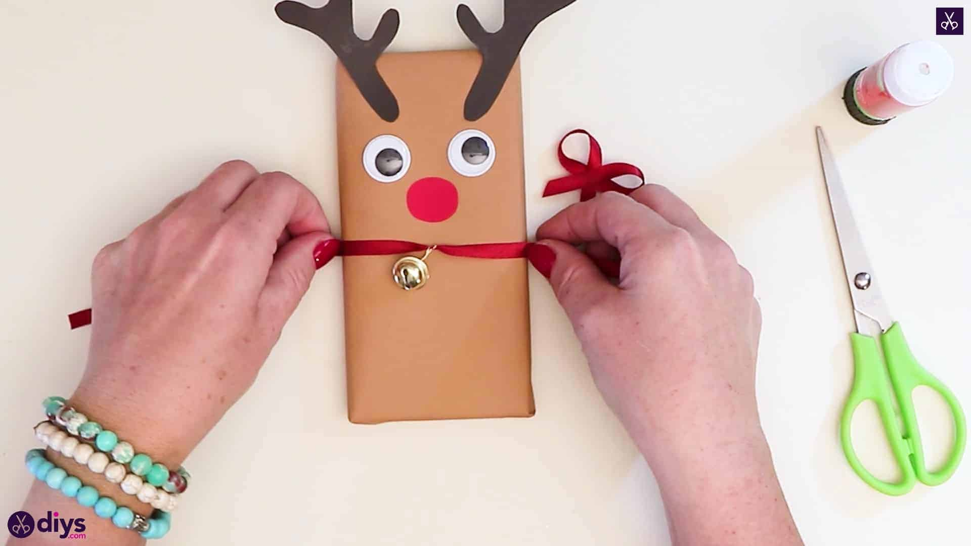 Diy reindeer gift wrap for christmas attention