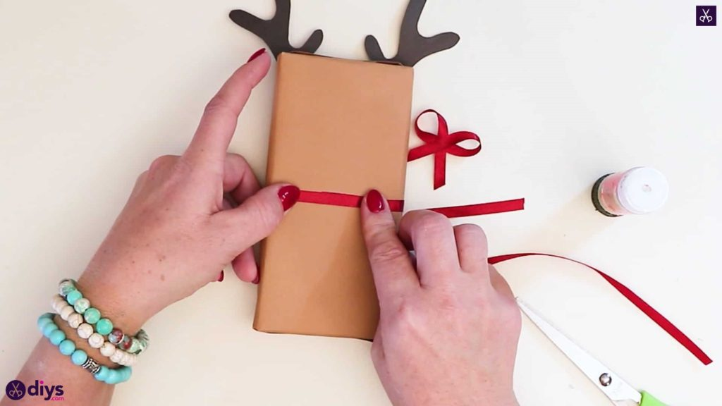 Diy reindeer gift wrap for christmas back