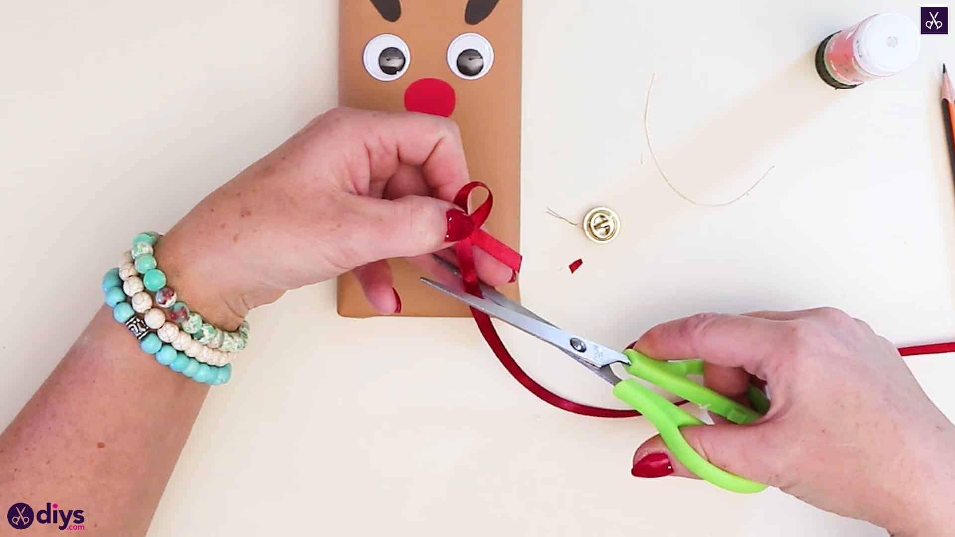 Diy reindeer gift wrap for christmas bow