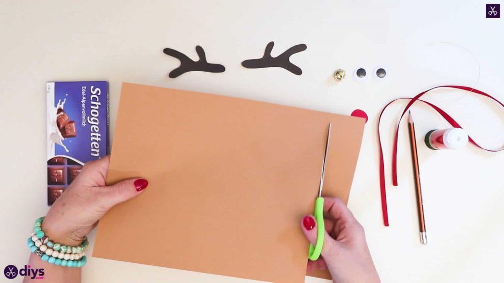 Diy reindeer gift wrap for christmas step 4