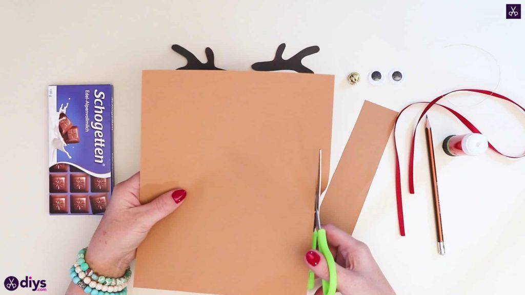 Diy reindeer gift wrap for christmas step 4a