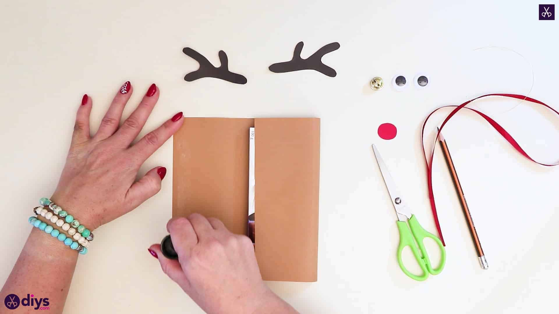 Diy reindeer gift wrap for christmas step 6a