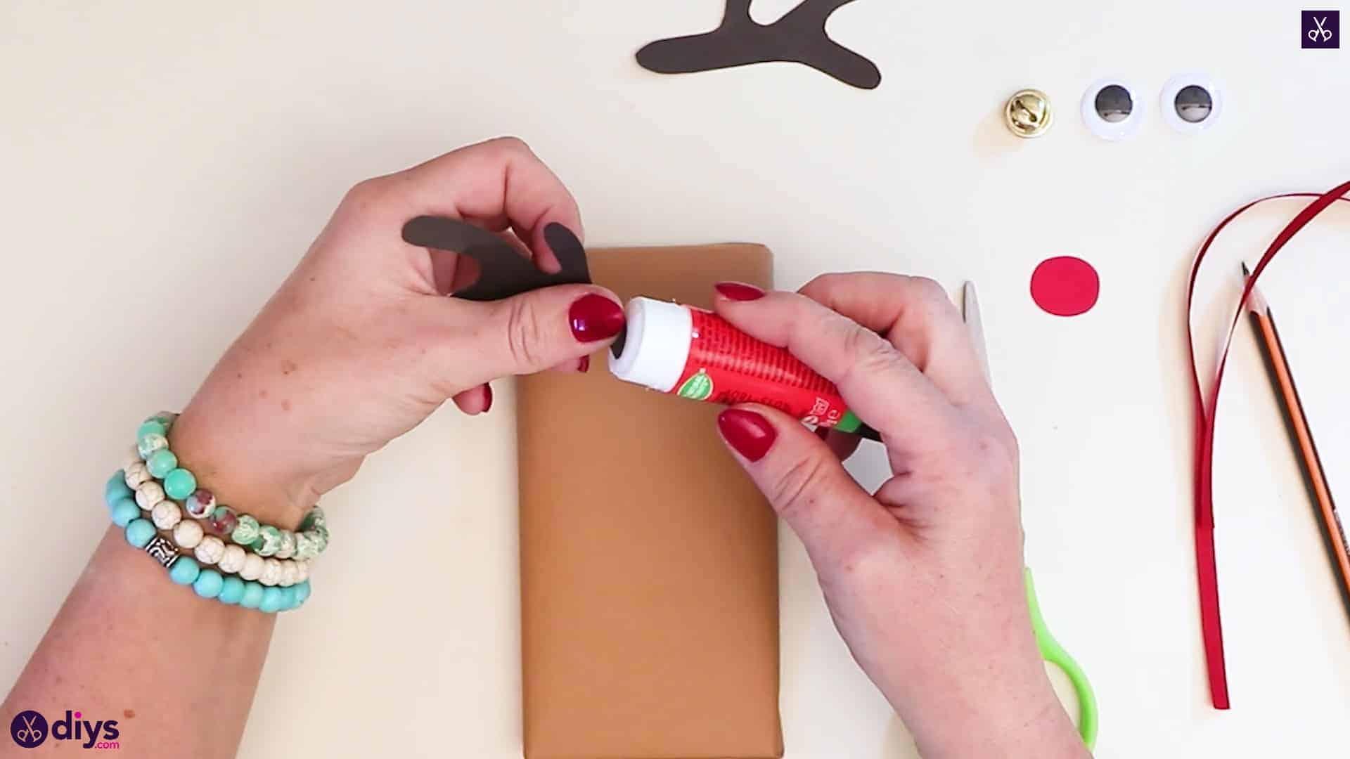 Diy reindeer gift wrap for christmas step 7