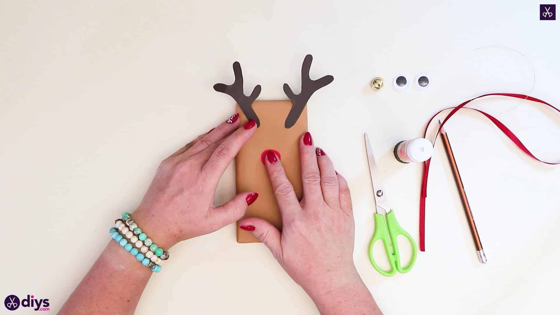 Diy reindeer gift wrap for christmas step 8a