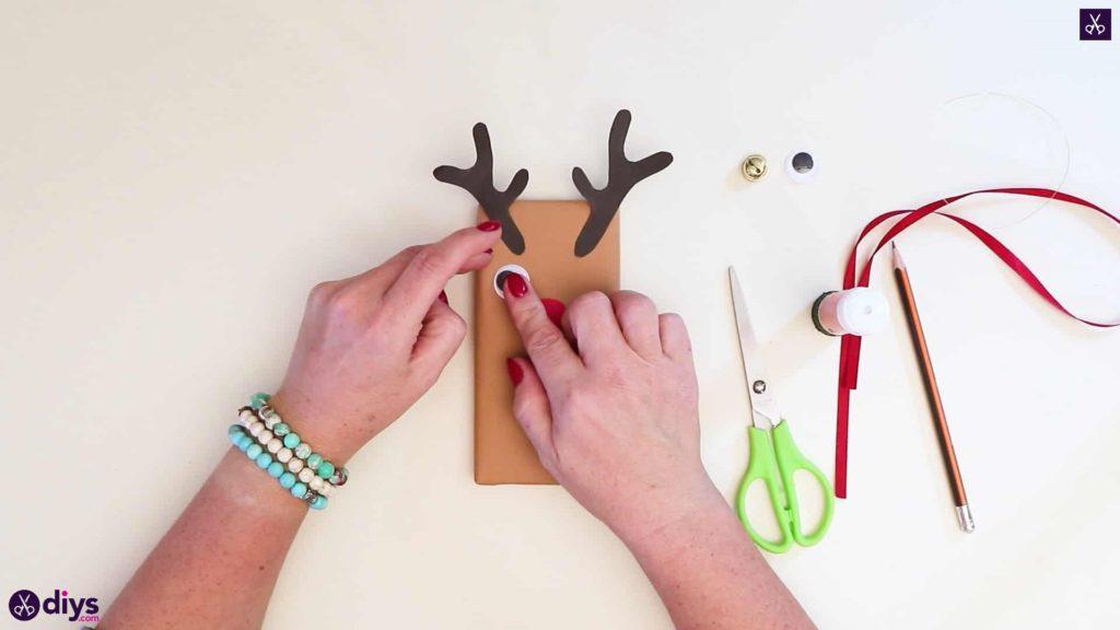 Diy reindeer gift wrap for christmas step 9c