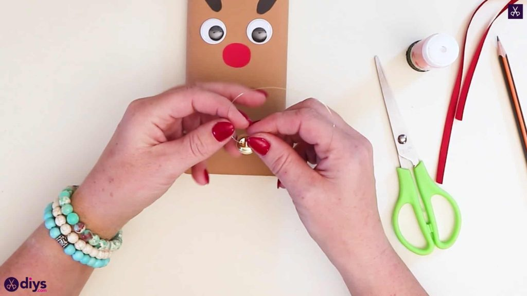 Diy reindeer gift wrap for christmas string