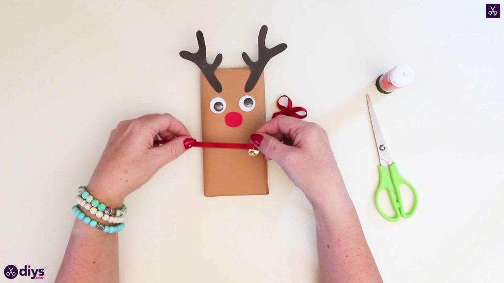 Diy reindeer gift wrap for christmas wrap bow
