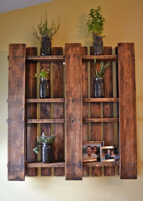 Hanging wall pallet shelf