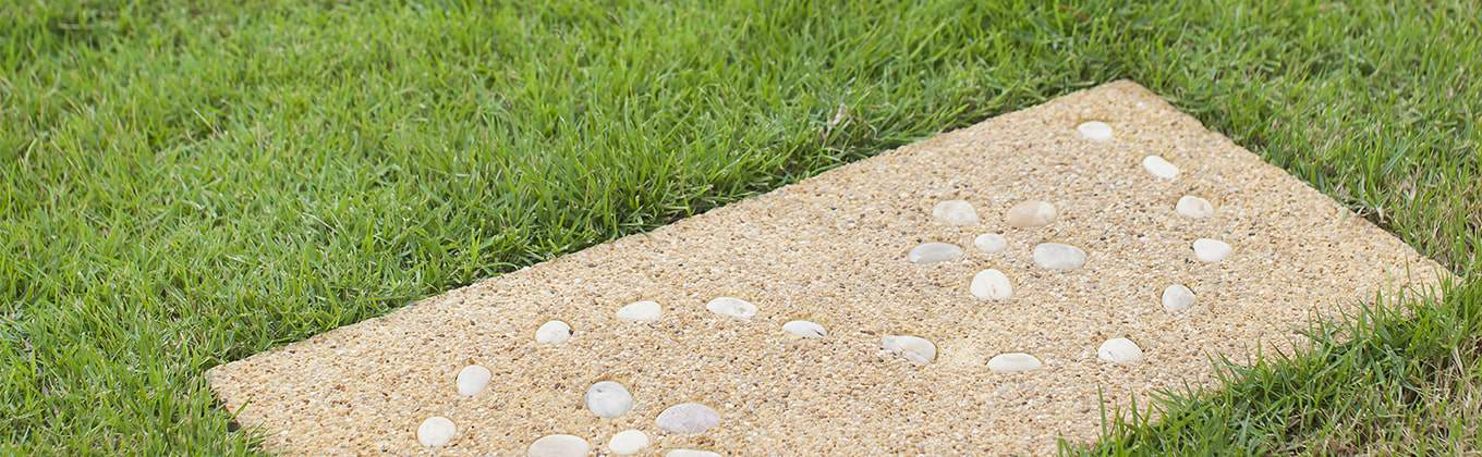 Neutrally coloured stepping stones with pebble patterns