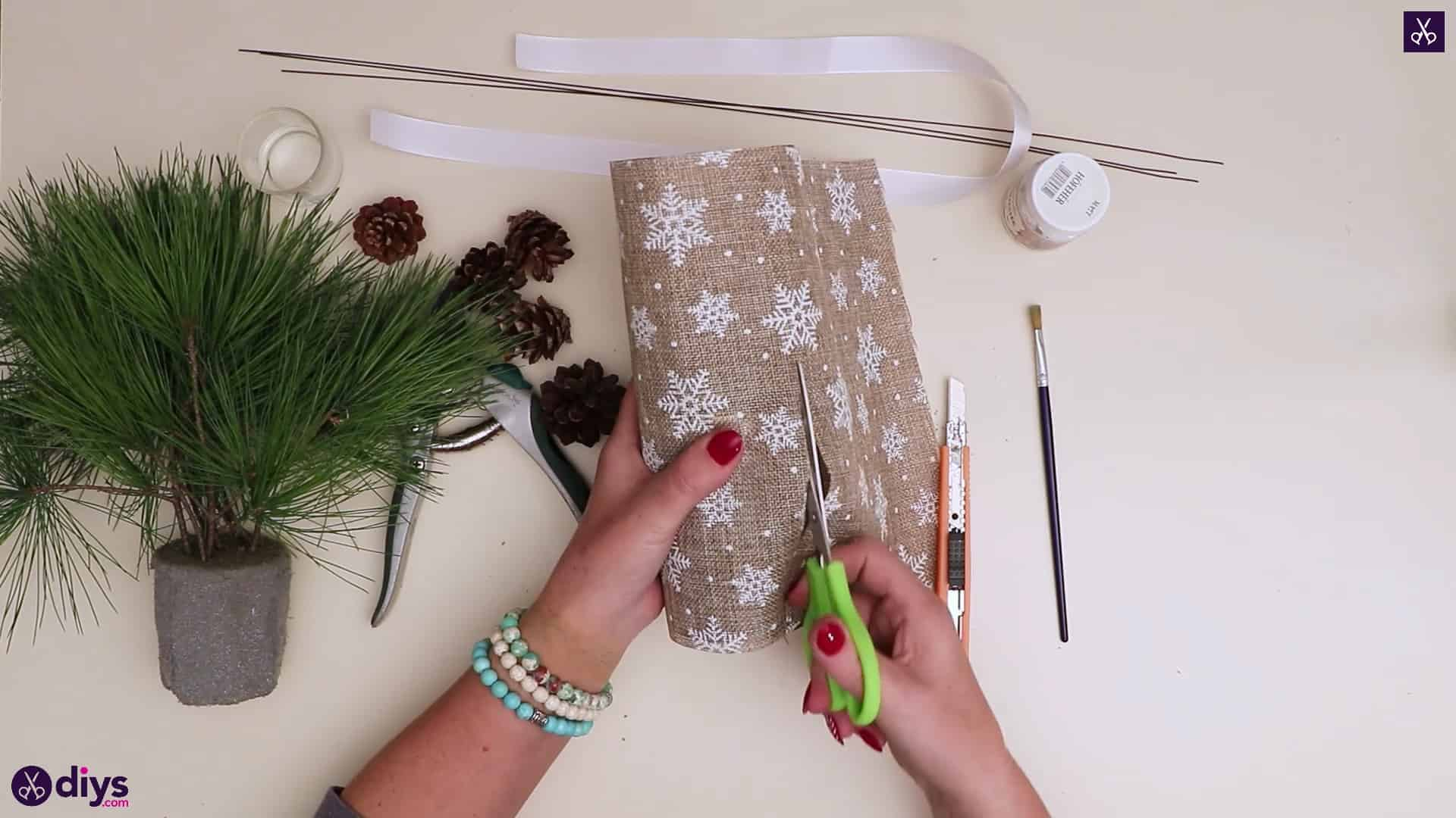Christmas tree table decoration cutting burlap