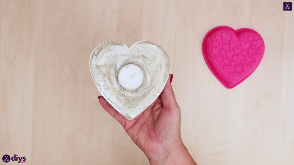 Diy concrete heart candle holder
