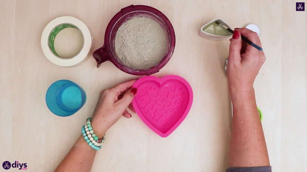 Diy concrete heart candle holder prepare the mix
