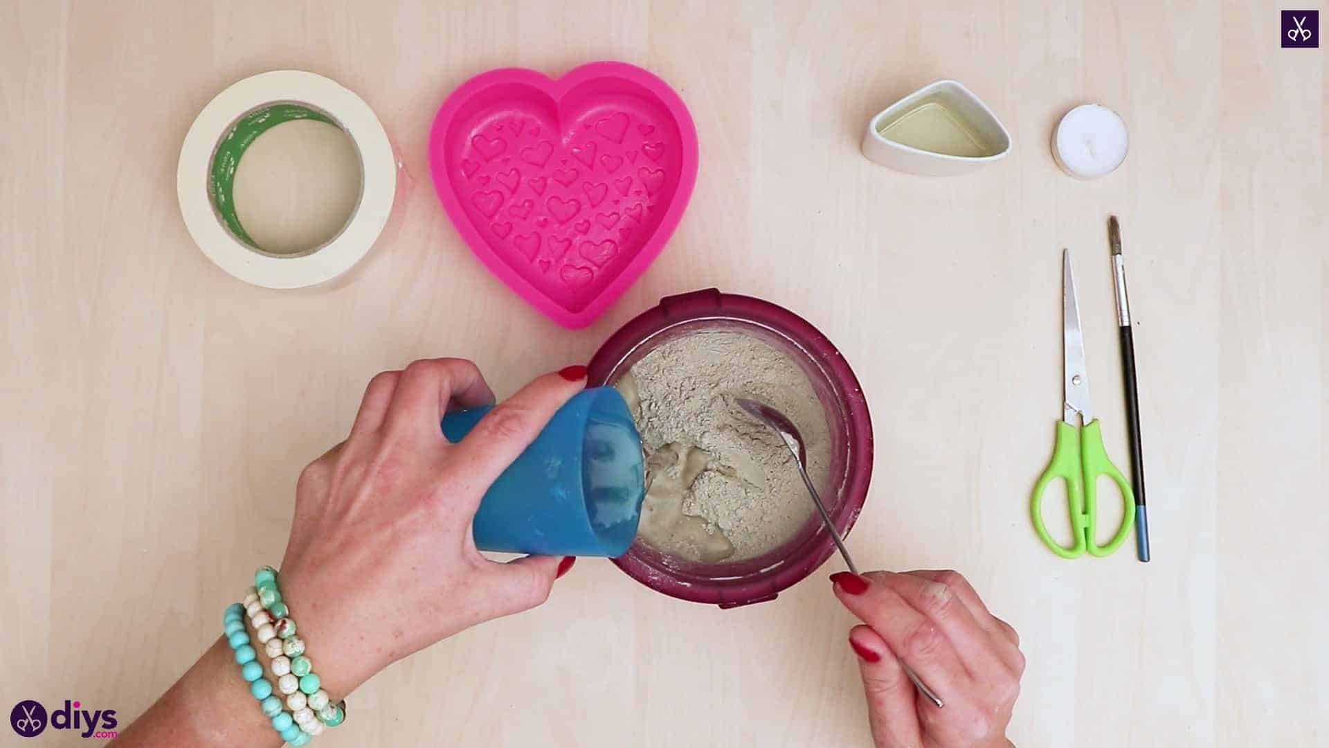 Diy concrete heart candle holder step 3