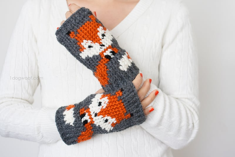 Foxy fingerless gloves for fall