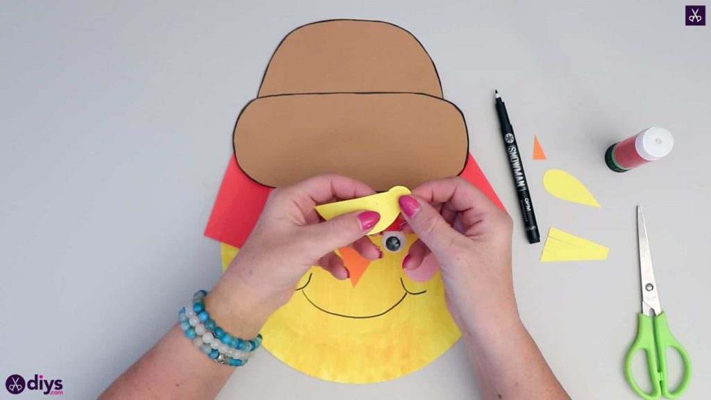 Paper plate scarecrow diy