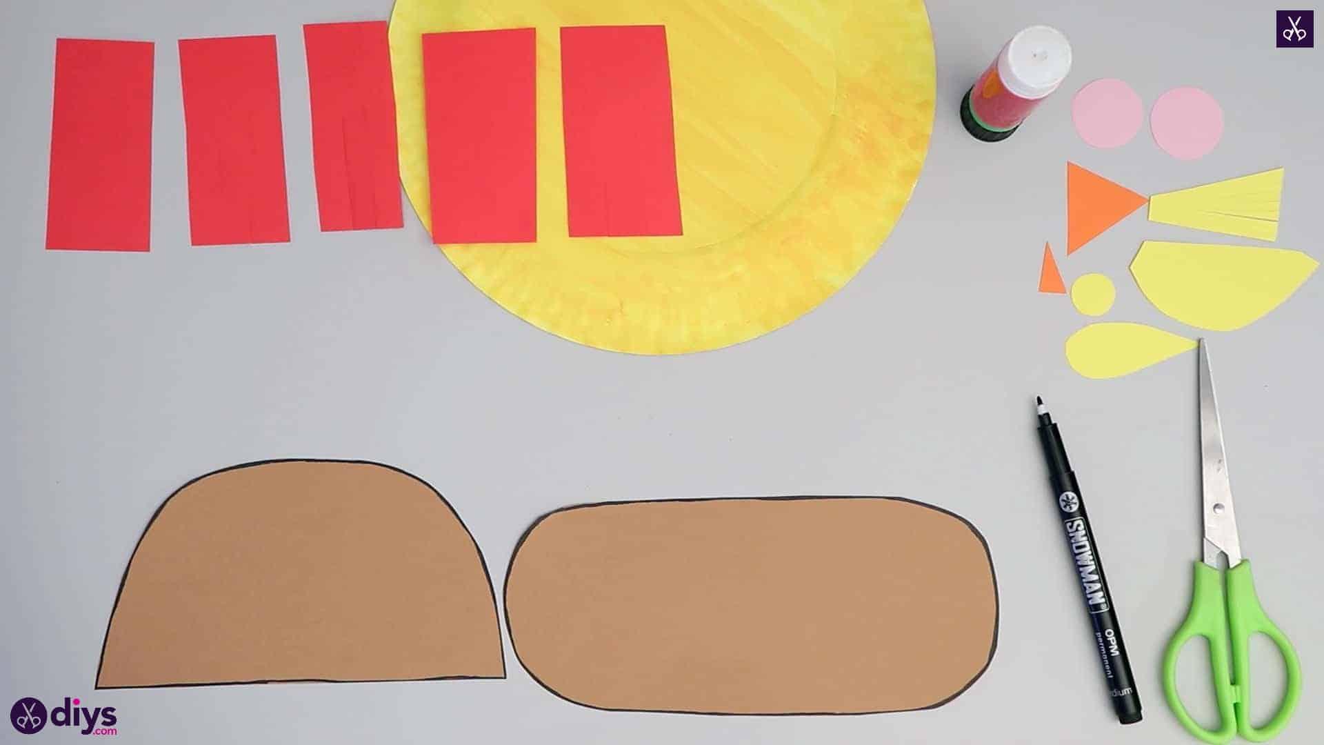 Paper plate scarecrow stencil corners