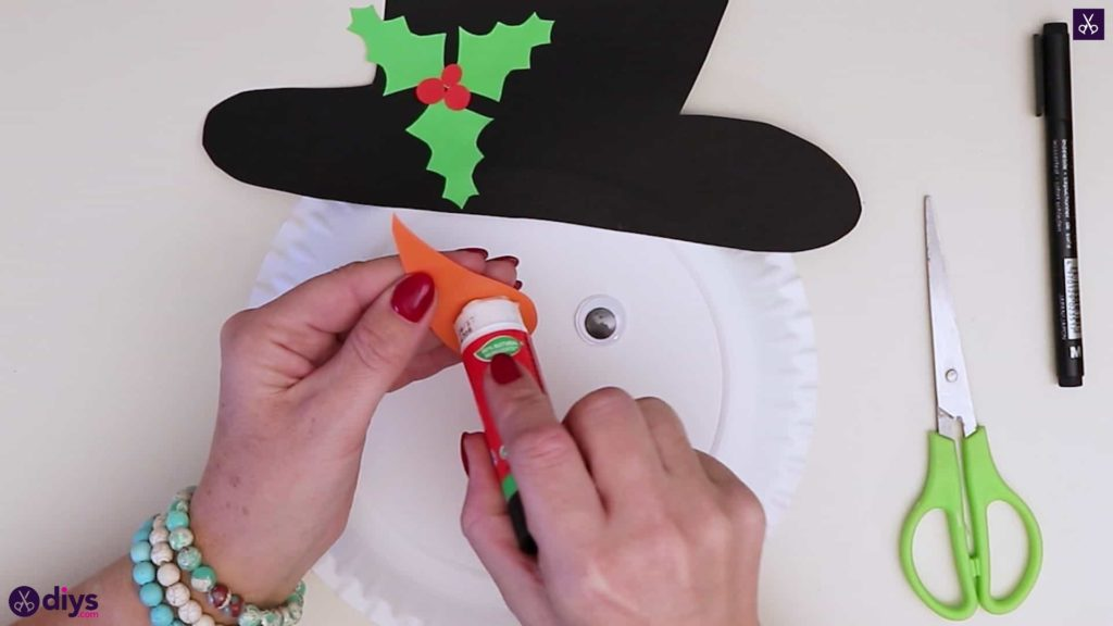 Paper plate snowman head for kids